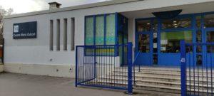 Photographie du bâtiment avec au milieu l'escalier vers la porte d'entrée du DITEP